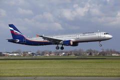 Авиапорт Schiphol Амстердама - аэробус A321 Аэрофлота приземляется Стоковые Фото