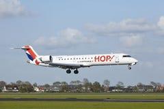 Авиапорт Schiphol - canadair CRJ-700 Амстердама ХМЕЛЯ! земли Стоковое Фото