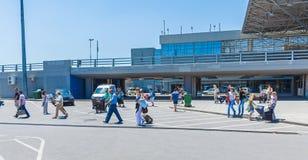 АВИАПОРТ THESSALONNIKI, ГРЕЦИЯ - 10-ОЕ ИЮНЯ 2009: Традиционное такси Стоковое фото RF