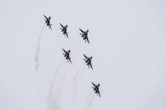 Авиасалон в небе над летной школой авиапорта Краснодара Airshow в честь защитника отечества MiG-29 в небе Стоковые Изображения RF