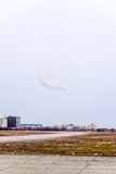 Авиасалон в небе над летной школой авиапорта Краснодара Airshow в честь защитника отечества MiG-29 в небе Стоковое Фото