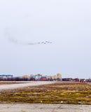 Авиасалон в небе над летной школой авиапорта Краснодара Airshow в честь защитника отечества MiG-29 в небе Стоковое фото RF