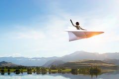Авиатор женщины плавая в небо Мультимедиа Стоковое фото RF