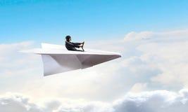 Авиатор женщины плавая в небо Мультимедиа Стоковая Фотография
