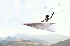 Авиатор женщины плавая в небо Мультимедиа Стоковая Фотография RF
