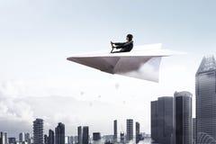 Авиатор женщины плавая в небо Мультимедиа Стоковое Изображение