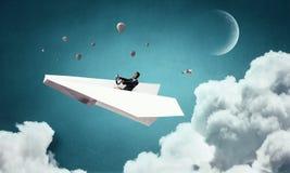 Авиатор женщины плавая в небо Стоковая Фотография RF