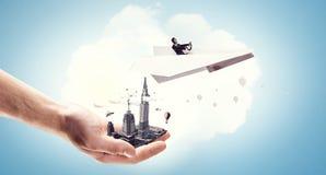 Авиатор женщины плавая в небо Стоковые Изображения RF