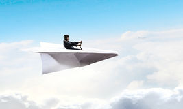 Авиатор женщины плавая в небо Стоковое Изображение RF