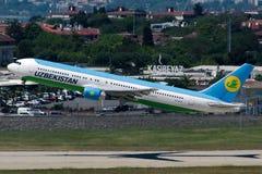 Авиалинии Боинг 767-33P VP-BUF Узбекистана Стоковое Фото