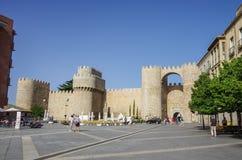 Авила, Испания - 23-ье августа 2012: Строб Puerta del Alcazar  Стоковая Фотография