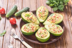 Авокадо заполненный с огурцом, томатами и яичками Стоковые Фото