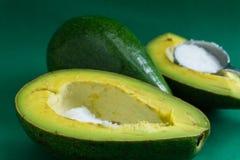 Авокадо необходимо съесть с сахаром для того чтобы быть очень вкусен Стоковые Изображения