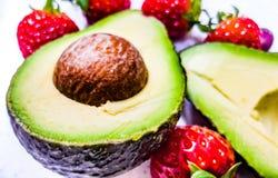 Авокадо отрезанный в половинном конце-вверх 4 Стоковая Фотография RF