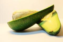 Авокадо Плодоовощ авокадоа 2 куска авокадоа с камнем Стоковая Фотография RF