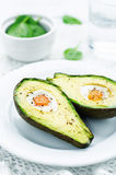 Авокадо испеченный с яичком Стоковая Фотография