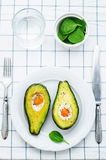 Авокадо испеченный с яичком Стоковые Изображения RF