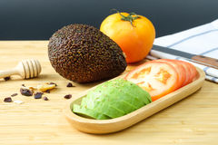 Авокадо и томат Стоковые Изображения RF