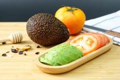 Авокадо и томат Стоковое Фото