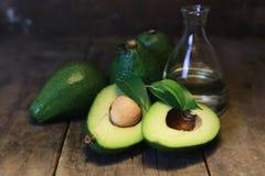 Авокадо на деревянной предпосылке Стоковые Фото