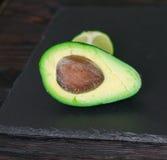 Авокадо на каменной доске Стоковые Изображения RF