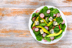 Авокадо, сыр голубой прессформы, шпинат, салат редиски Стоковые Изображения