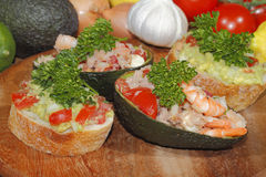 Авокадо, ciabatta, гуакамоле, креветка, тунец, салат томата Стоковое Фото