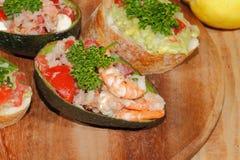 Авокадо, ciabatta, гуакамоле, креветка, тунец, салат томата Стоковые Изображения