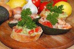 Авокадо, ciabatta, гуакамоле, креветка, тунец, салат томата Стоковые Изображения RF