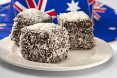 австралийские lamingtons еды торта Стоковая Фотография RF
