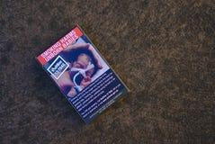 Австралийский пакет сигареты с курением вредит нерожденным младенцам подписывает стоковое фото