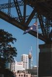 Австралийский флаг под мостом гавани Стоковое Изображение