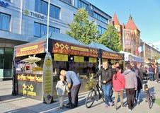 Австралийское барбекю на международном уличном рынке Стоковые Изображения RF