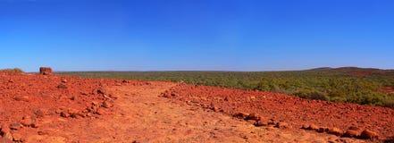 Австралийское захолустье, осмотренное от Kata Tjuta Стоковые Изображения RF