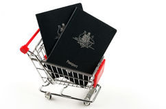 Австралийские пасспорты и магазинная тележкаа Стоковое Изображение RF