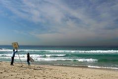 Австралия: Личная охрана пляжа Tamarama и серфер женщины Стоковые Фотографии RF