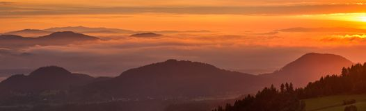 Австриец Альпы на восходе солнца, панораме стоковая фотография rf