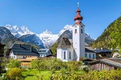Австрийская деревня в горных вершинах, Lofer, Австрия Стоковые Изображения RF