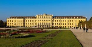 Австрия; Вена; 21-ое октября 2018; Парк Schonbrunn с дворцом Schonbrunn или Schloss Schoenbrunn, имперским летом стоковая фотография rf