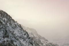 Австрия, горный вид на заходе солнца среди облаков Стоковое Изображение