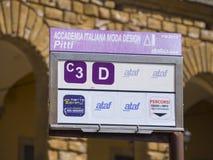 Автобусная остановка в городе Флоренса - ФЛОРЕНСА/ИТАЛИИ - 12-ое сентября 2017 стоковое фото