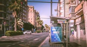 Автобусная остановка компании EMT в улице Стоковое Изображение