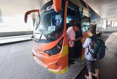 Автобусная станция на международном аэропорте 2 Куалаа-Лумпур Стоковое Фото