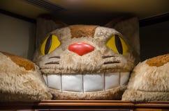 """Автобус кота воссоздание характера от оживленного фильма """"мой сосед Totoro стоковые изображения"""