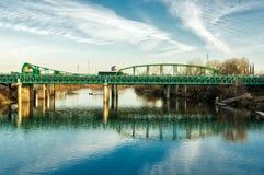 Автодорожный мост Teal голубой через Реку San Joaquin Стоковая Фотография