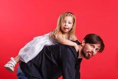 Автожелезнодорожные перевозки дочери отца стоковое изображение