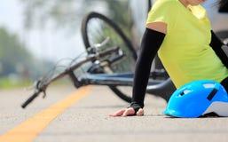 Автокатастрофа аварии с велосипедом на дороге Стоковые Фото