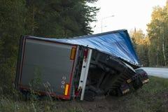 Автокатастрофа грузовика дорожного происшествия на дороге майны шоссе Стоковые Изображения