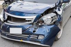 Автокатастрофа от автомобильной катастрофы на дороге Стоковые Изображения RF