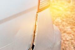 Автокатастрофа получает поврежденной случайно на дороге Стоковые Фото